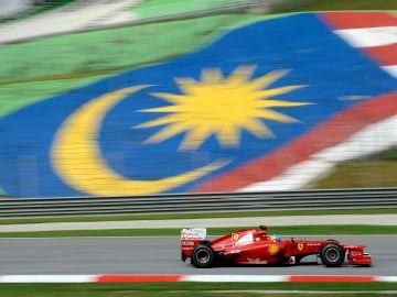 Alonso logra en Sepang el primer triunfo del 2012