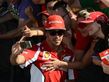 Alonso con los fans