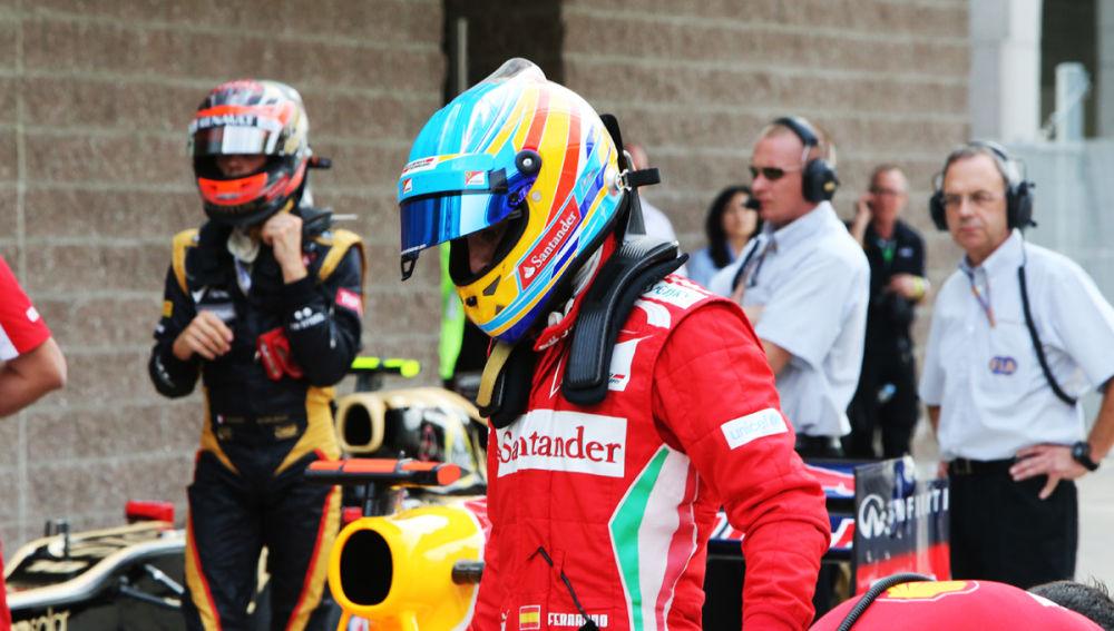 Alonso se baja del Ferrari