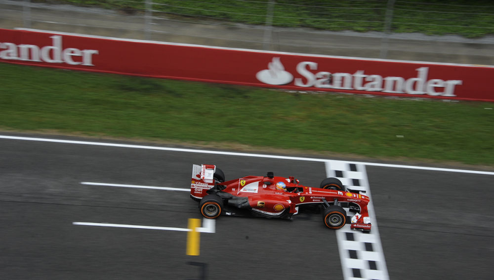 Alonso pasa por meta