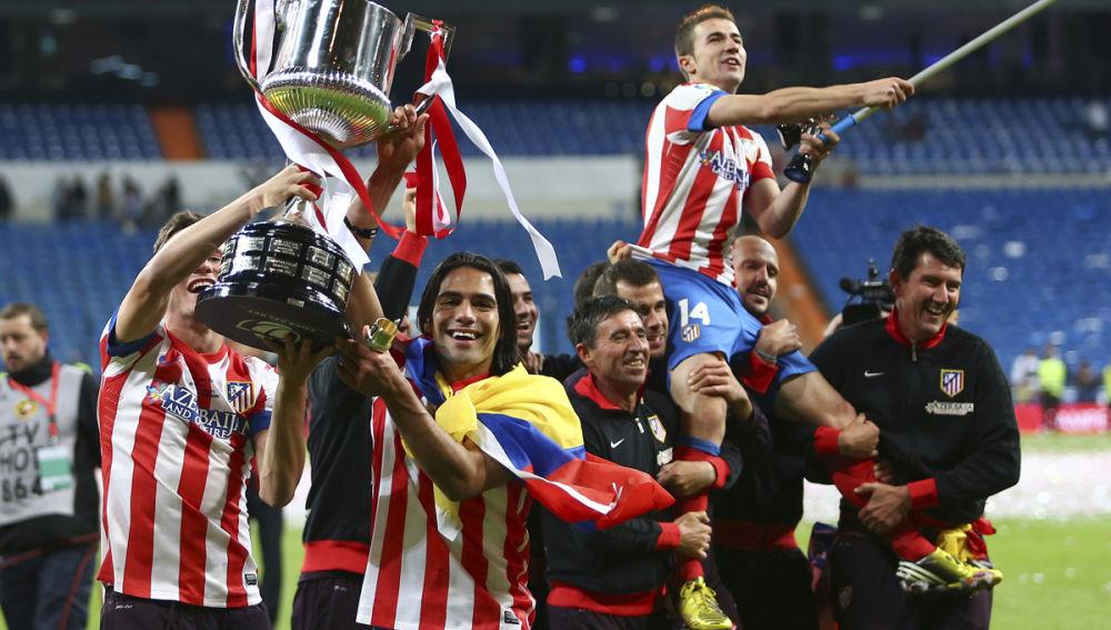 Falcao alza la Copa del Rey