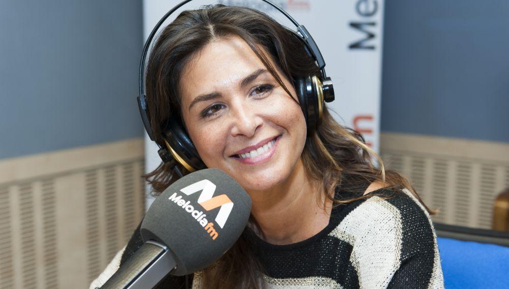 Nuria Roca en el estudio de Melodía FM