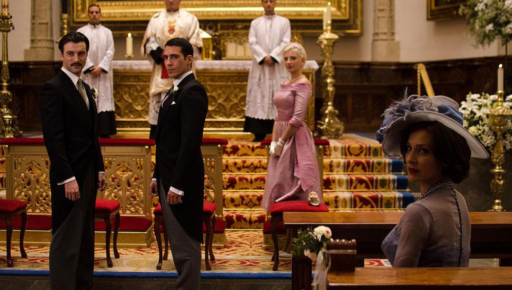 Alberto, Mateo y Patricia en el altar ante la llegada de Cristina