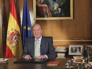 El rey comunica su abdicación al pueblo español