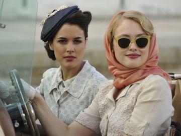 Adriana Ugarte y Hanna New en 'El Tiempo entre Costuras'