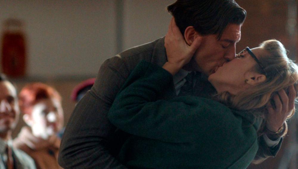 Pedro y Rita se besan con pasión