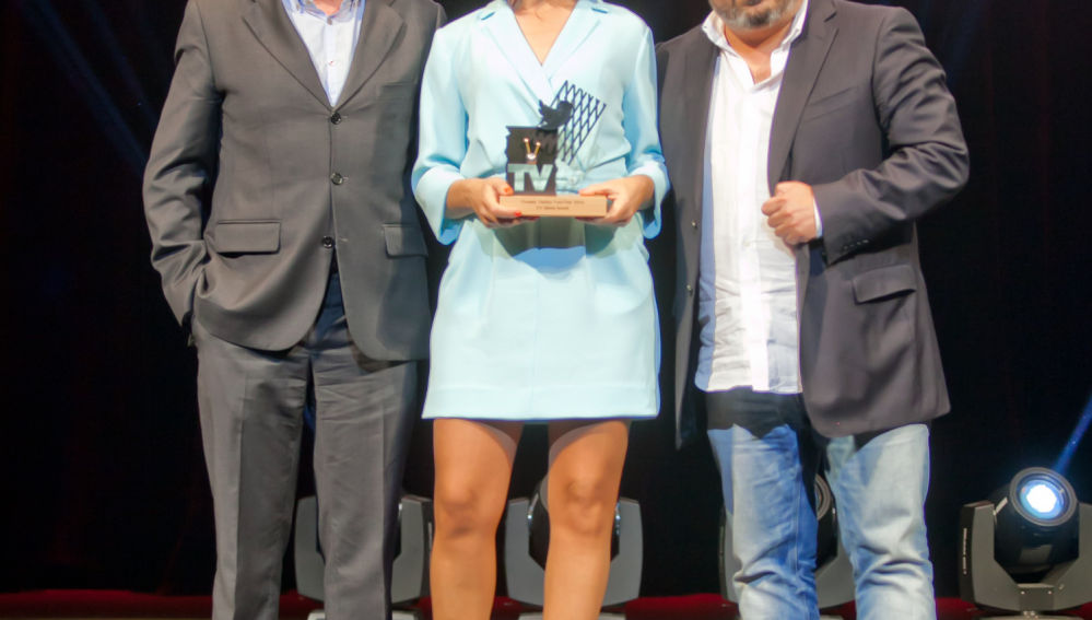 Teo Lozano, Alejandra Andrade y Jalis de la Serna recogen el Premio Twitter