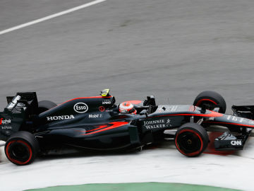 Button, en plena curva