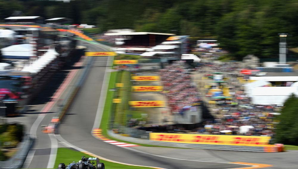 Lewis Hamilton traza la mítica curva Eau Rouge