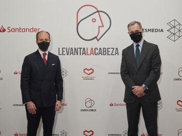 Rami Aboukhair, consejero delegado de Santander España, y Silvio González, consejero delegado de Atresmedia, han firmado hoy la renovación del acuerdo de colaboración entre ambas entidades