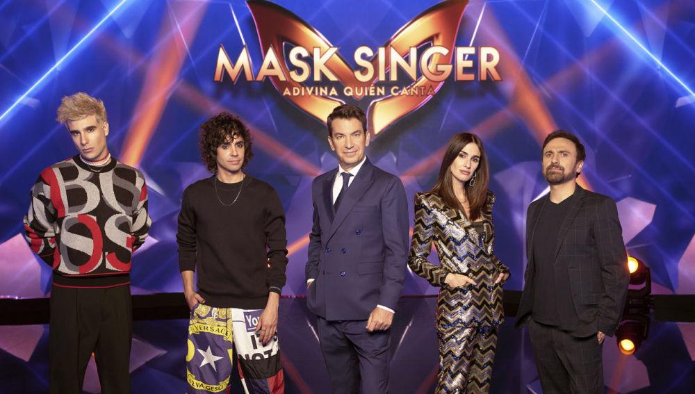 Arturo Valls y los cuatro investigadores de 'Mask Singer'