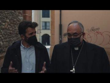 """El tenso momento entre Gonzo y el arzobispo de Oviedo: """"¿Por qué deja a las monjas en la calle?, ¿dónde está los millones?"""""""