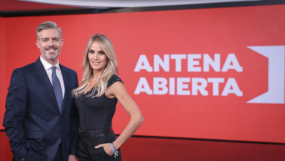 Antena Abierta con Angie Rigueiro y Ángel Carreira como presentadores